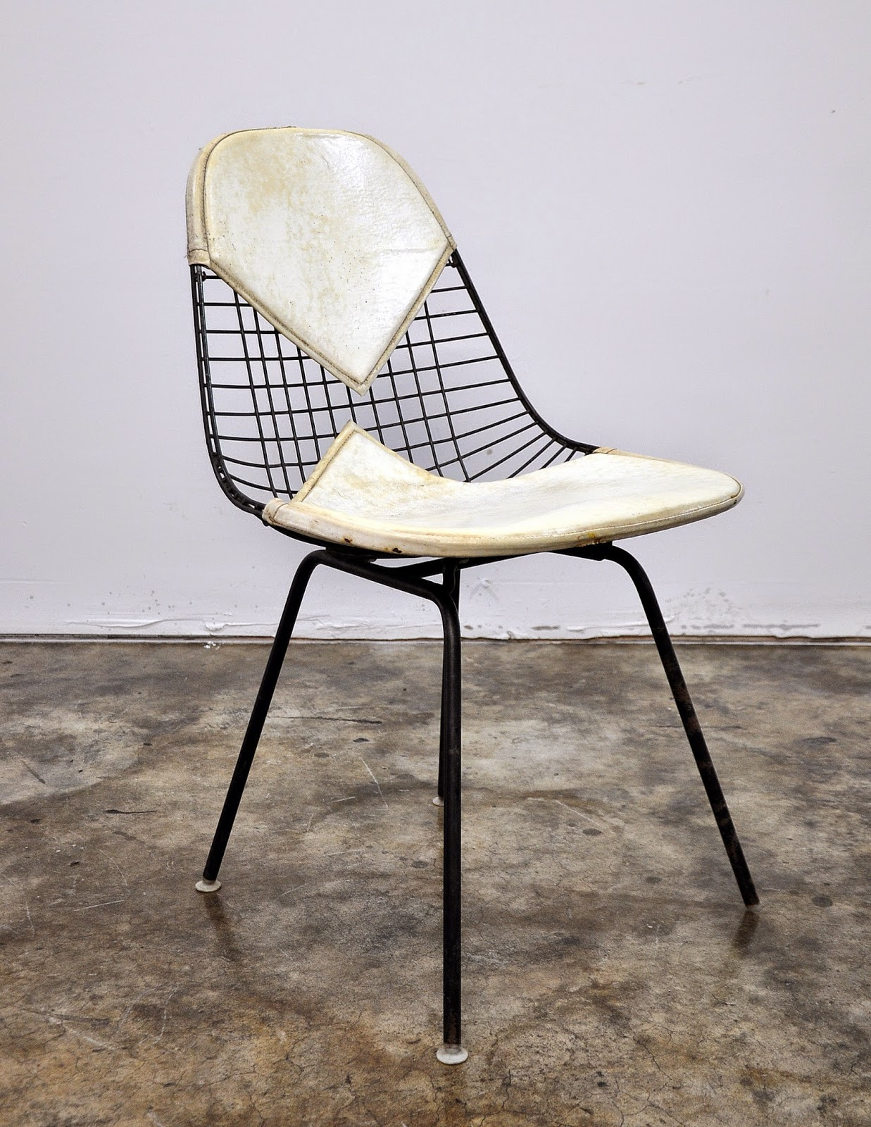SELECT MODERN: Charles & Ray Eames Bikini Wire Chair