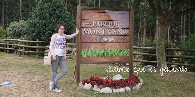Cartel de entrada al parque de Monticaño en Arteixo