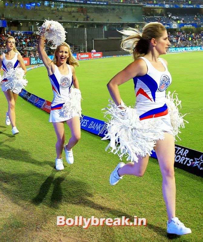 Royal Challengers Bangalore's cheerleaders, Which team has the sexiest cheerleaders in the IPL 7
