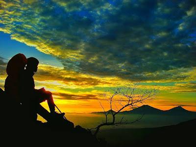 foto sunrise di puncak gunung sindoro