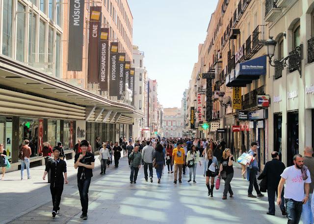 Compras na Calle Preciados em Madri