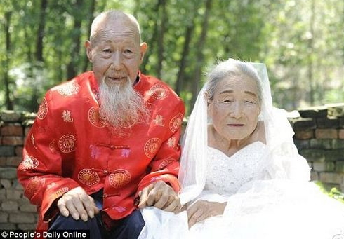 chinese couple photoshoot 80 years after wedding