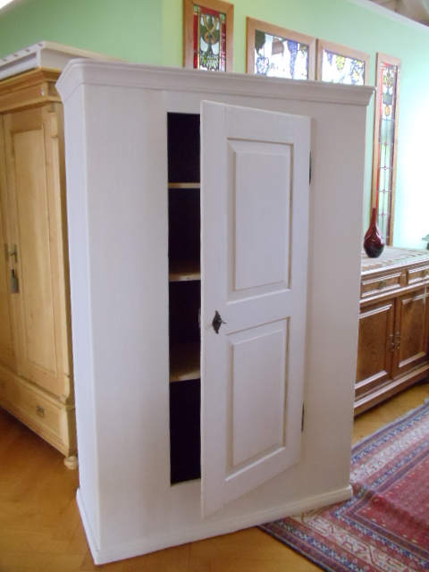antike m bel wei er schrank f r das kinderzimmer. Black Bedroom Furniture Sets. Home Design Ideas
