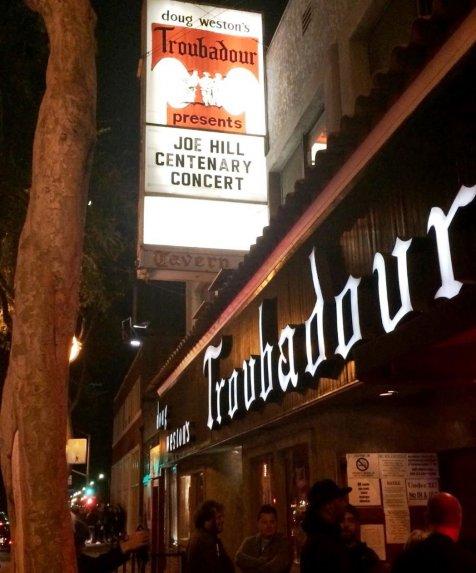 Vereda del Trobadour, en Los Ángeles, en noviembre pasado (2015), llegando al concierto por el primer centenario de Joe Hill