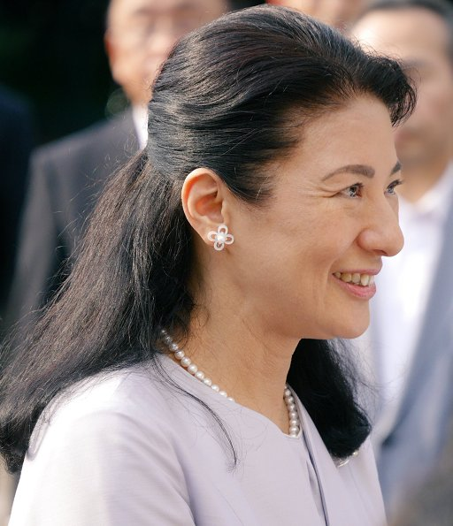 Crown Princess Masako visited Nara Cultural Welfare Center which is in Oji town. Princess Masako her star earrings and diamond clover earrings diamond brooch