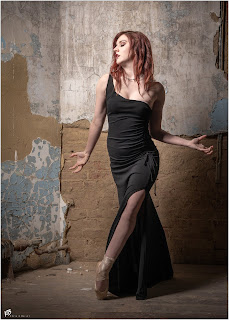 Ballerina en Pointe in a beautiful black dress
