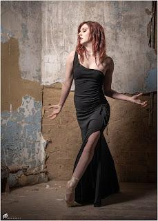 Ballerina en Pointe in a beautiful black dress
