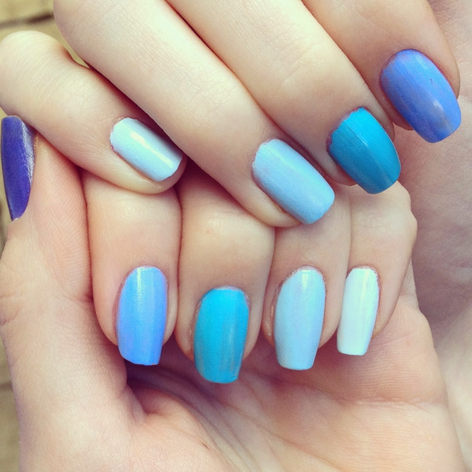 blue-ombre-nails