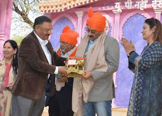 मुख्यमंत्री के प्रधान सचिव राजेश खुल्लर ने बंधवाई हरियाणवी पगडी