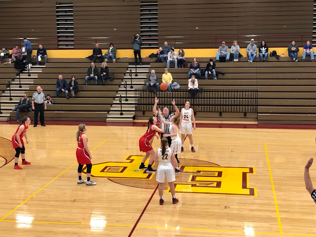 Redbirds 'blow the roof off' in 49-point win over East Peoria