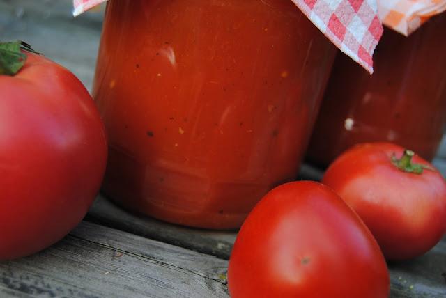Domowy sok pomidorowy; domowy koncentrat pomidorowy (przecier pomidorowy)