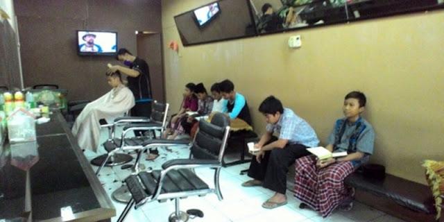 Sepotong Ayat Al-Quran Ganti Upah Gunting Rambut