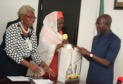 Photo of Association of Women Builders presenting Oshiomhole with a souvenir