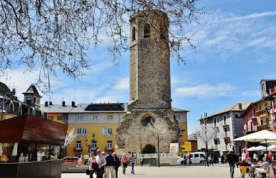 «WLM14ES - Torre del Campanar, Antiga Esglèsia de Santa Maria, Puigcerdà - MARIA ROSA FERRE» de MARIA ROSA FERRE ✿ from Vilafranca del penedes, Catalunya - Torre del Campanar, Antiga Esglèsia de Santa Maria, Puigcerdà. Disponible bajo la licencia CC BY-SA 2.0 vía Wikimedia Commons - https://commons.wikimedia.org/wiki/File:WLM14ES_-_Torre_del_Campanar,_Antiga_Esgl%C3%A8sia_de_Santa_Maria,_Puigcerd%C3%A0_-_MARIA_ROSA_FERRE.jpg#/media/File:WLM14ES_-_Torre_del_Campanar,_Antiga_Esgl%C3%A8sia_de_Santa_Maria,_Puigcerd%C3%A0_-_MARIA_ROSA_FERRE.jpg