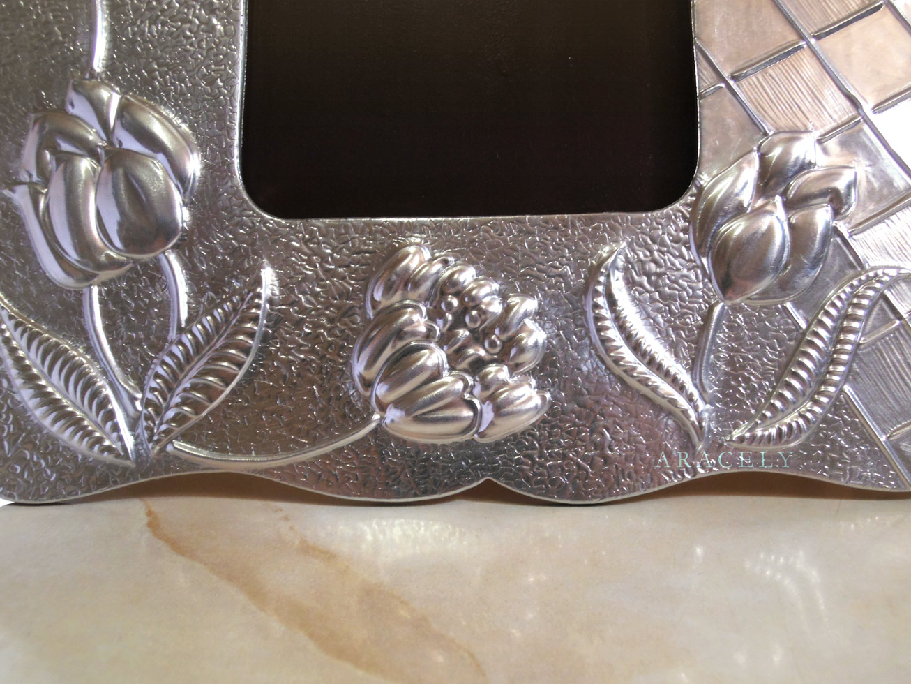 porta retratos repujado aluminio tulipanes
