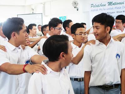 13 Adab Murid Terhadap Guru Agar Tidak Ada Guru Yang Dipenjara Lagi