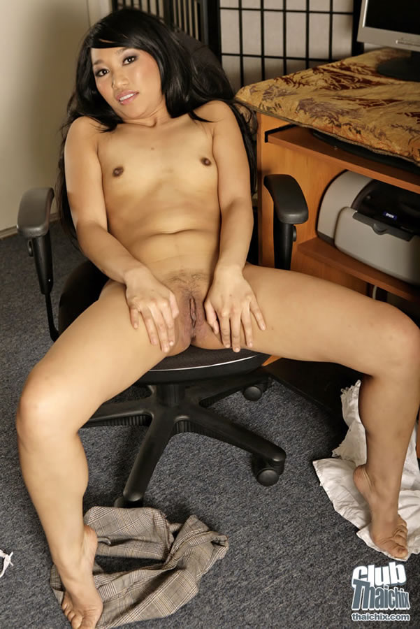 Uncensored Pics Girl Computer Girl Yuki Spreading Wide