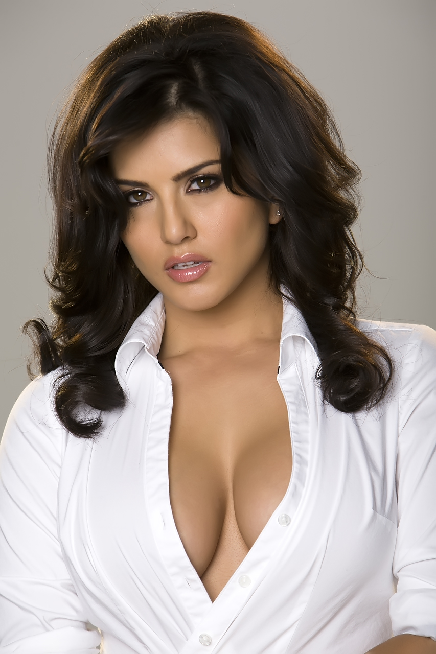 Sunny Leone Hot In Removing White Shirt Topless Boobs Show -5667