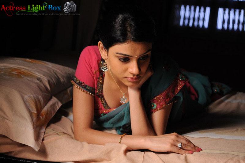 Actress Light Box: Anchal (a) Shobana Hot Saree Stills