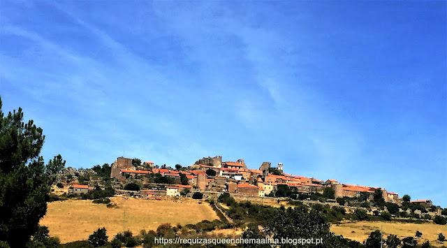 Castelo Rodrigo está rodeado por uma cintura amuralhada