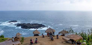 Pantai tanjung Karangbata Menganti
