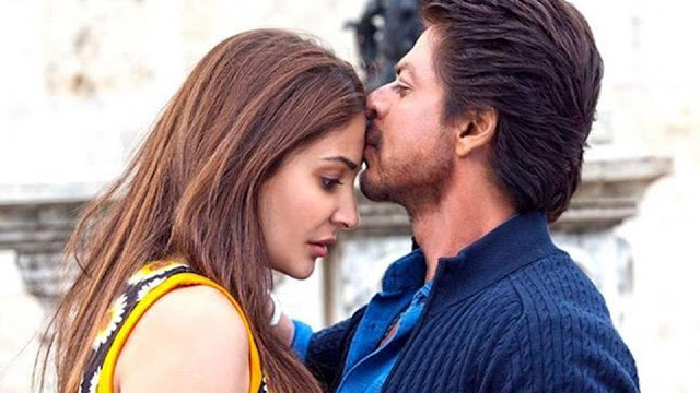 SRK kisses Anushka Sharma on the forehead, in Jab Harry Met Sejal