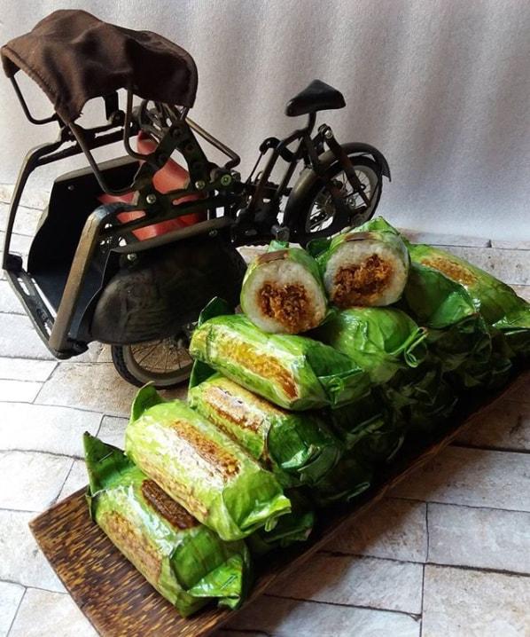 Ini yakni salah satu masakan ringan anggun tradisional yang enak disantap ketika sore hari sebagai sobat ngo Resep dan Cara Membuat Kue Lampa Udang Panggang Khas Medan