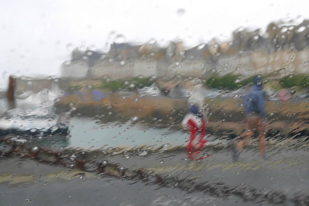 Il pleut à Saint-Malo Quai%2BSaint-Malo%2Bsous%2Bla%2Bpluie%2Ben%2Bmai
