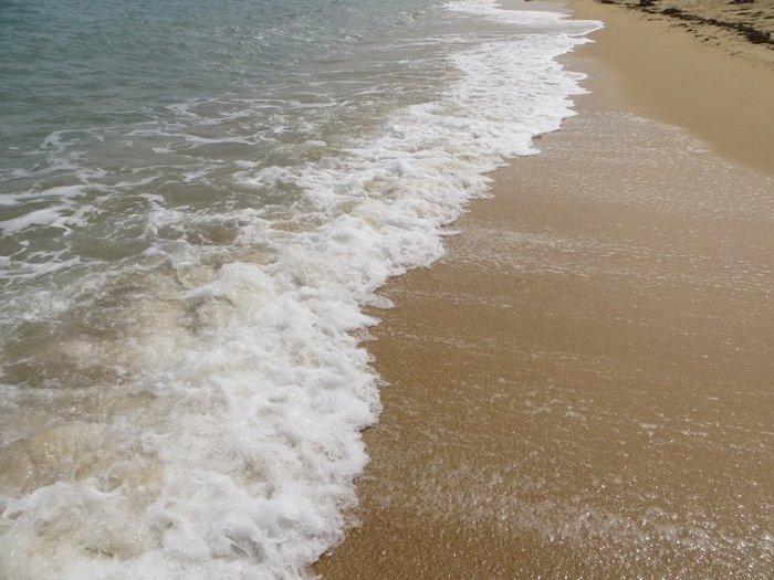 Пенятся волна море