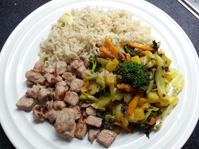 Cubetti di maiale con riso integrale e verdure miste