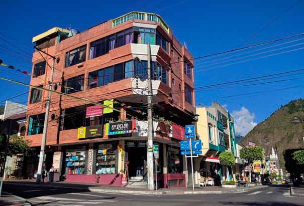 Erupcion Art Hotel & Hostel - Hotel en Baños por menos de 20 dólares