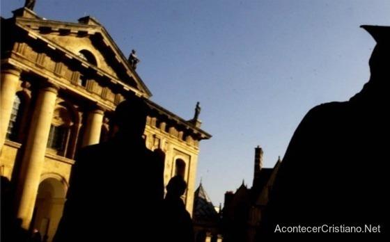 Oxford cambia normas de vestimenta de estudiantes