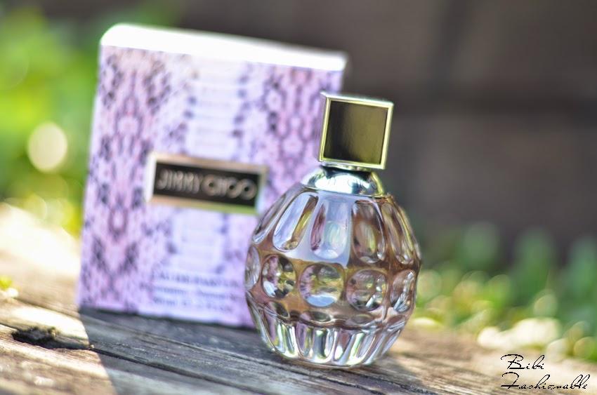 Jimmy Choo Eau de Parfum Flacon neben Verpackung