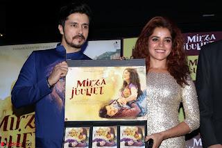 Pia Bajpai and Darshan Kummar Launching the Music of movie Mirza Juuliet 004.JPG