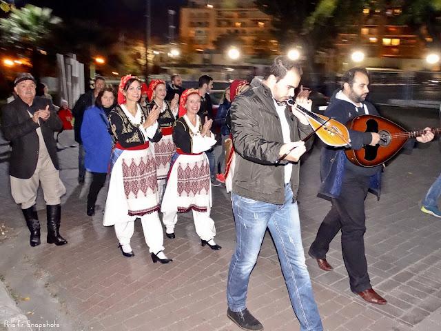 Κρητική Καντάδα στο κέντρο της Θεσσαλονίκης [βίντεο - φωτογραφίες]