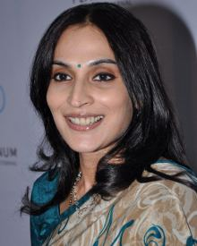 Aishwarya Dhanush Profile Family Biography Age Biodata Husband Photos