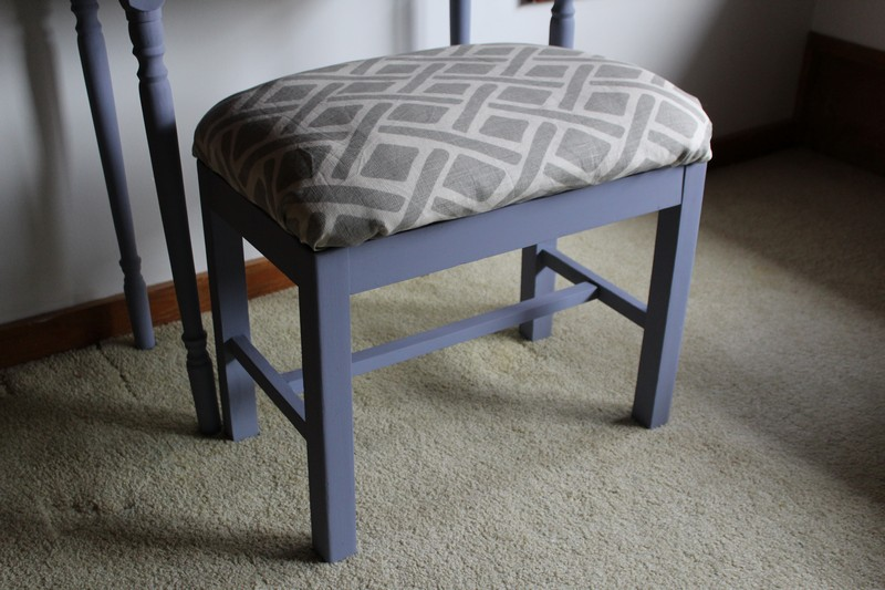 Use an old bed pillow and follow these steps for a super cheap DIY no-sew bench cushion!