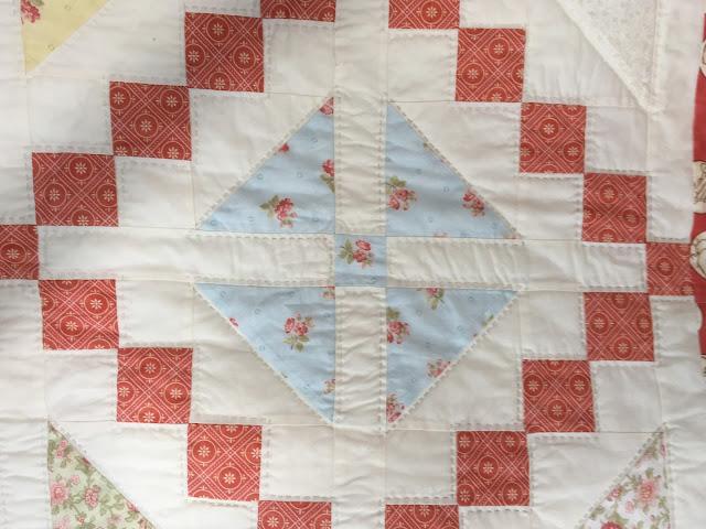 ¿Te gustaría aprender a bordar? Pregunta por nuestros cursos de patchwork, bordado, y mucho más