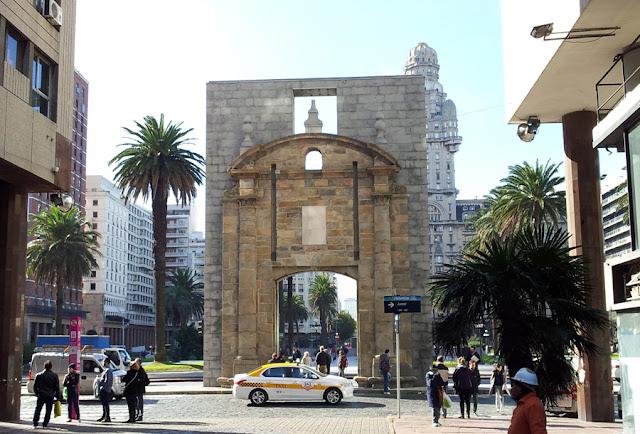 Porta Histórica da Cidade Velha | Montevidéu