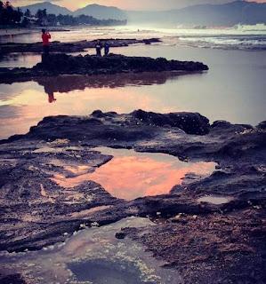Sunset Di Pantai Karang Hawu Di Sukabumi, Jawa Barat