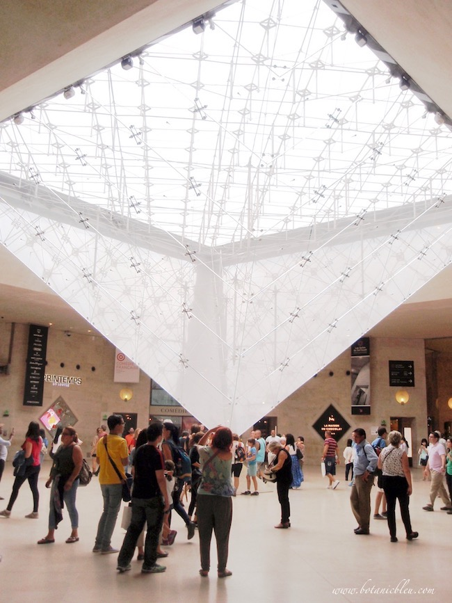 Inverted glass pyramid in Le Carrousel du Louvre