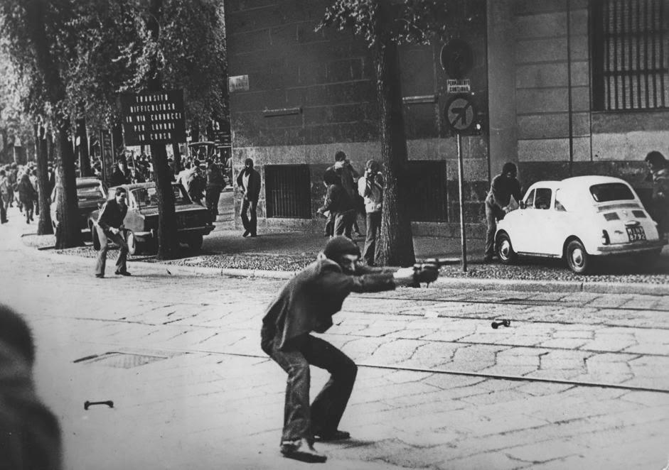 maelstrom: Una foto in Via De Amicis. L'immagine icona degli «anni di  piombo»
