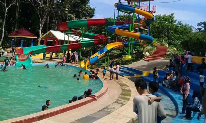 Akhir Pekan, Tanjung Pallette Dipadati Pengunjung