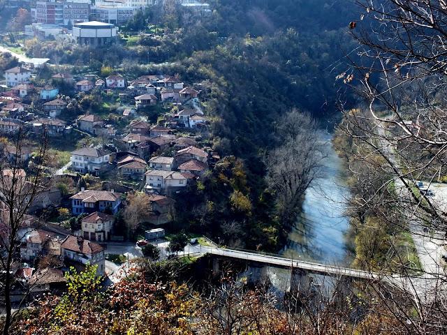 La ciudad de Veliko Tarnovo vista desde la fortaleza