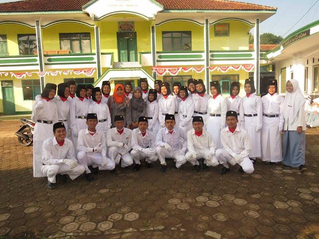 Pasukan 17 (PASKIBRA) MA Nurul Huda 2016