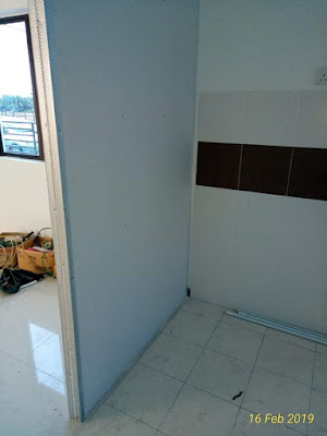 Divider antara ruang tamu dan ruang dapur