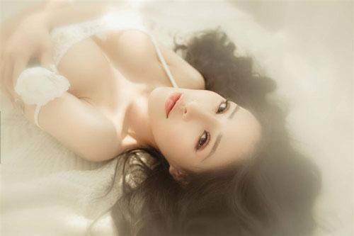"""Ngắm vòng 1 quá khổ của """"thánh nữ ngực đẹp"""""""
