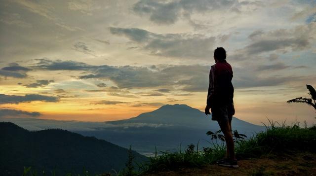 sunset-puncak-gunung-kendil