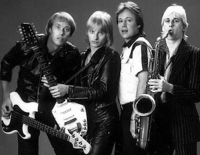 Foto de Freddy Moore con compañeros de su banda