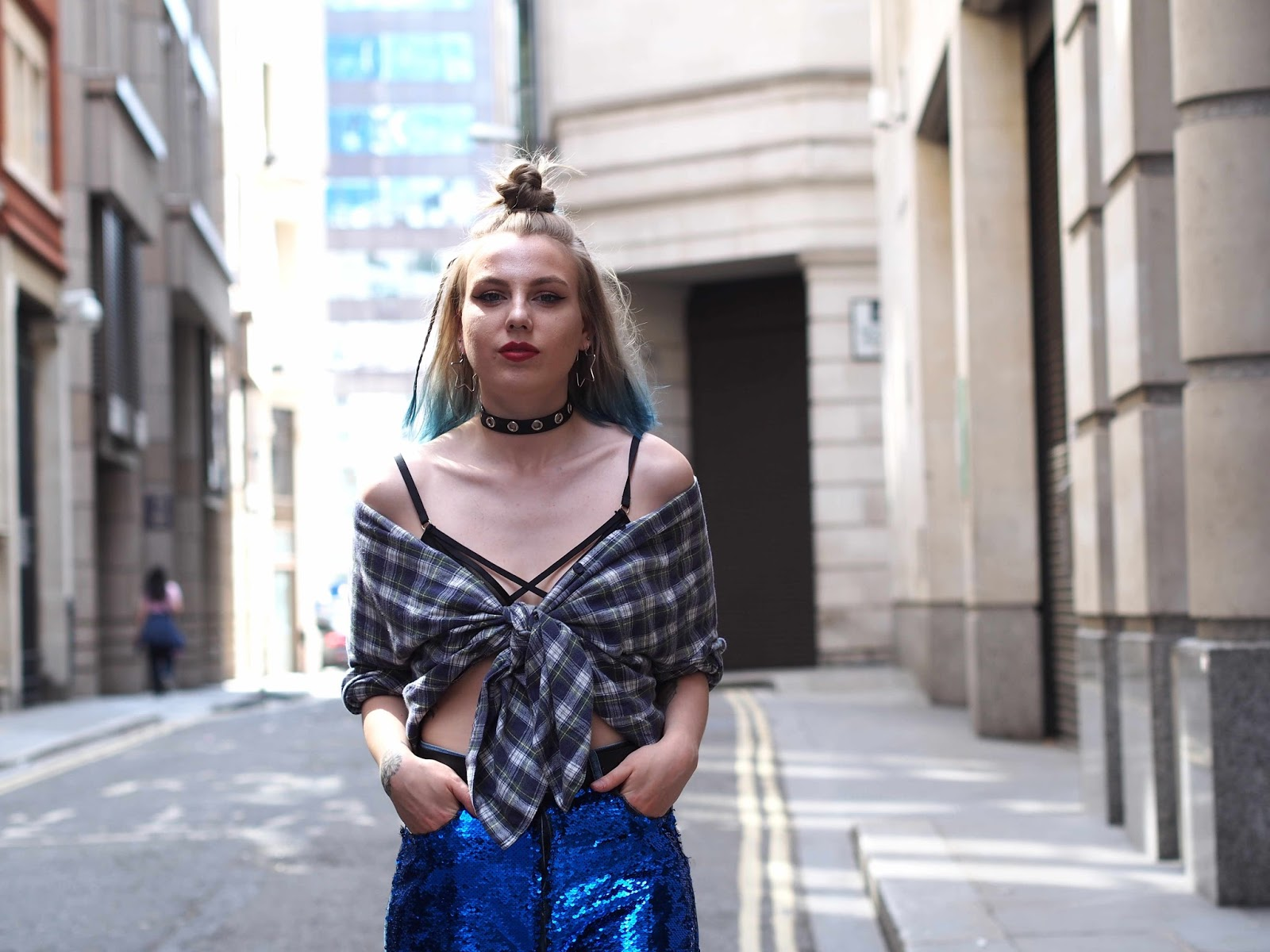 ripped sequin jeans, sequin mom jeans, summer outfits, fishnets under ripped jeans, grunge outfit ideas, grunge outfits, ripped mom jeans, plaid flannel shirt